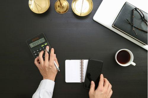 Lawyer estimating compensation for defective medical device lawsuit